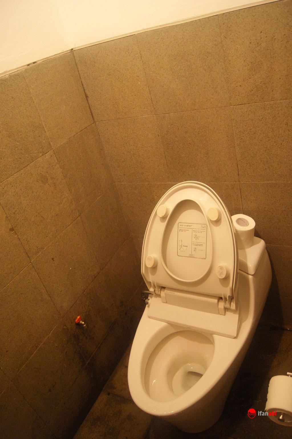 toilet di Tea Garden Resort