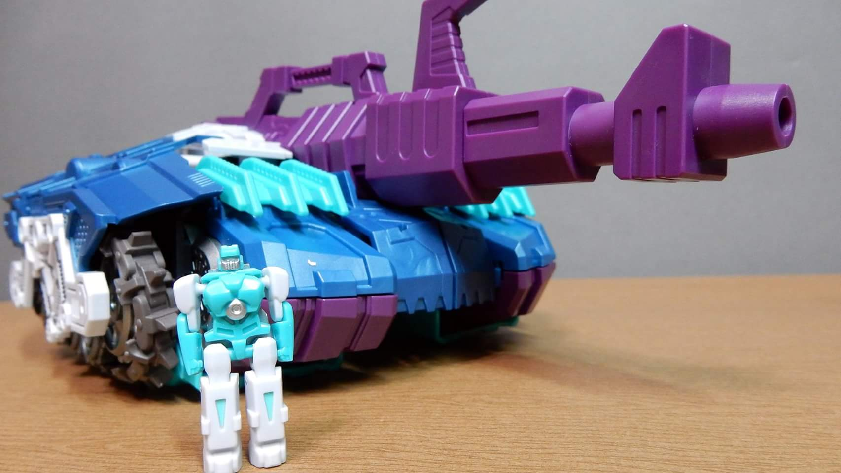 [Mastermind Creations] Produit Tiers - R-17 Carnifex - aka Overlord (TF Masterforce) - Page 3 5Qp15peY