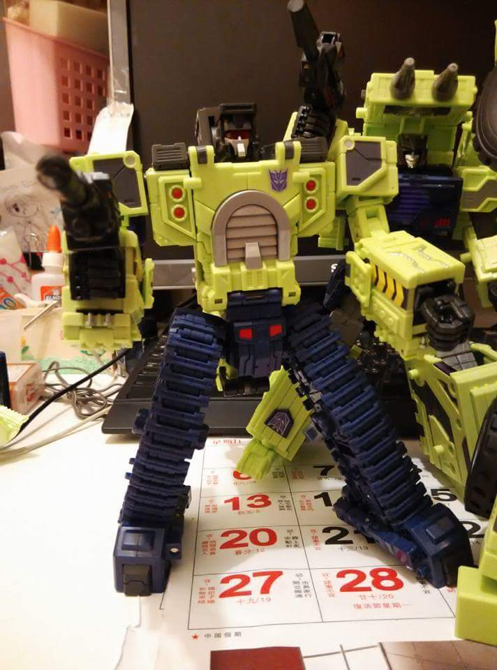 [Toyworld] Produit Tiers - Jouet TW-C Constructor aka Devastator/Dévastateur (Version vert G1 et jaune G2) - Page 5 UmnwkmIm