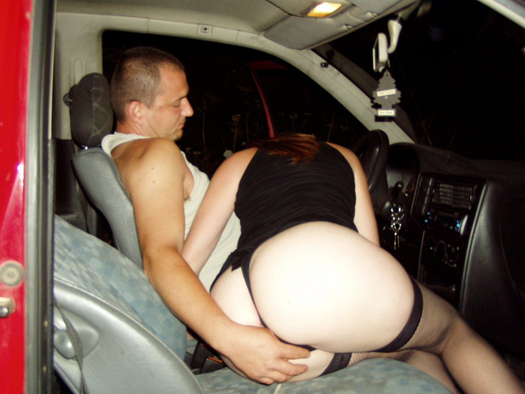 Se la cojen 2 en el auto, uno por turno, Imperdible [Amateur