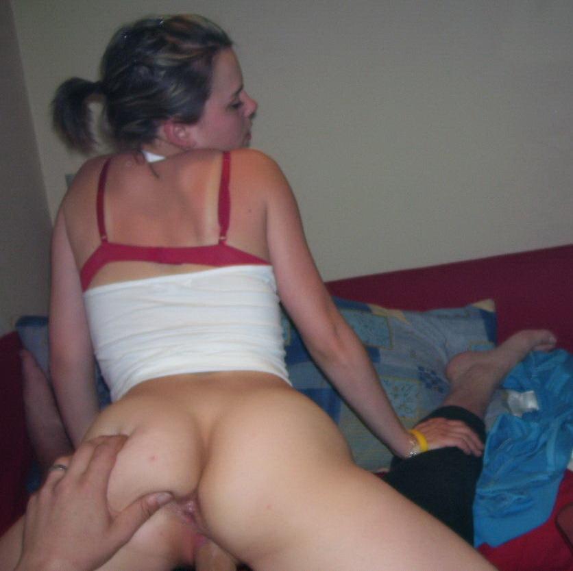acwOm7ti Amateur con piercing clitoriano, culito y novio (0 puntos)