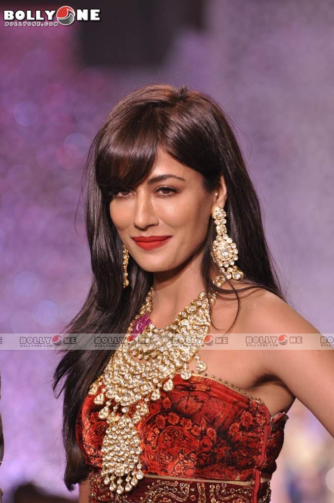 Chitrangada Singh Walks the Ramp at IIJW Grand Finale 2013 12 images AbepiTLT