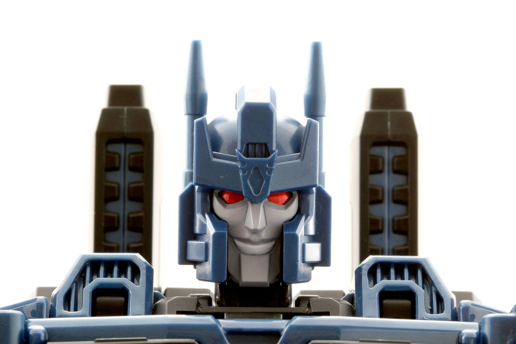 [Mastermind Creations] Produit Tiers - R-17 Carnifex - aka Overlord (TF Masterforce) - Page 3 4xH3dZU5