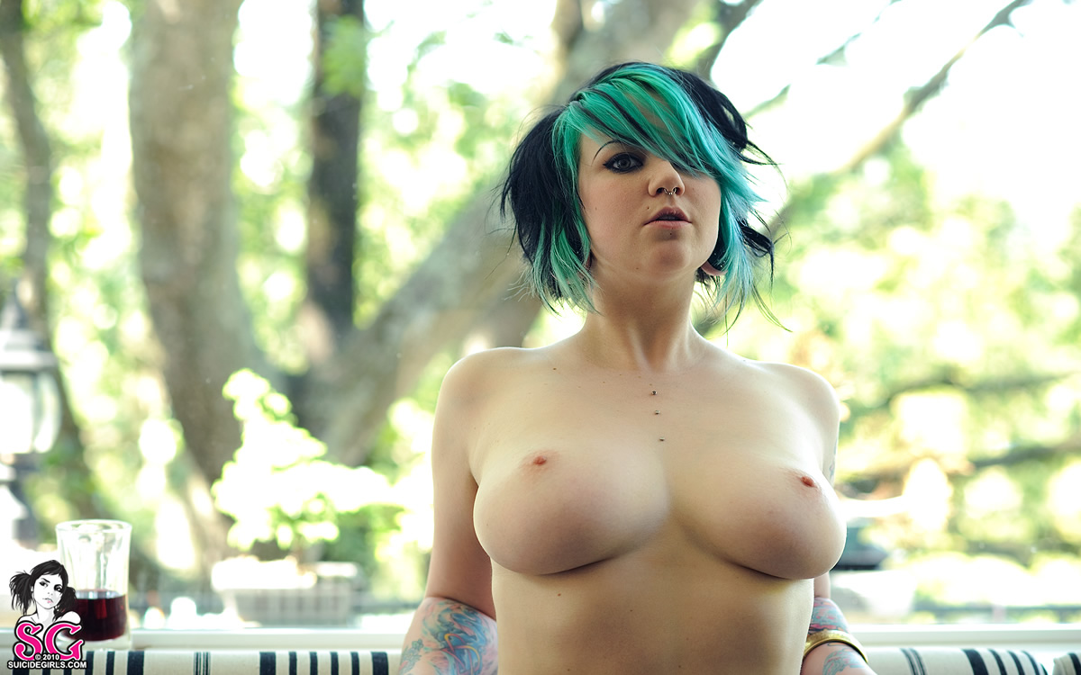 quinne suicide girls naked