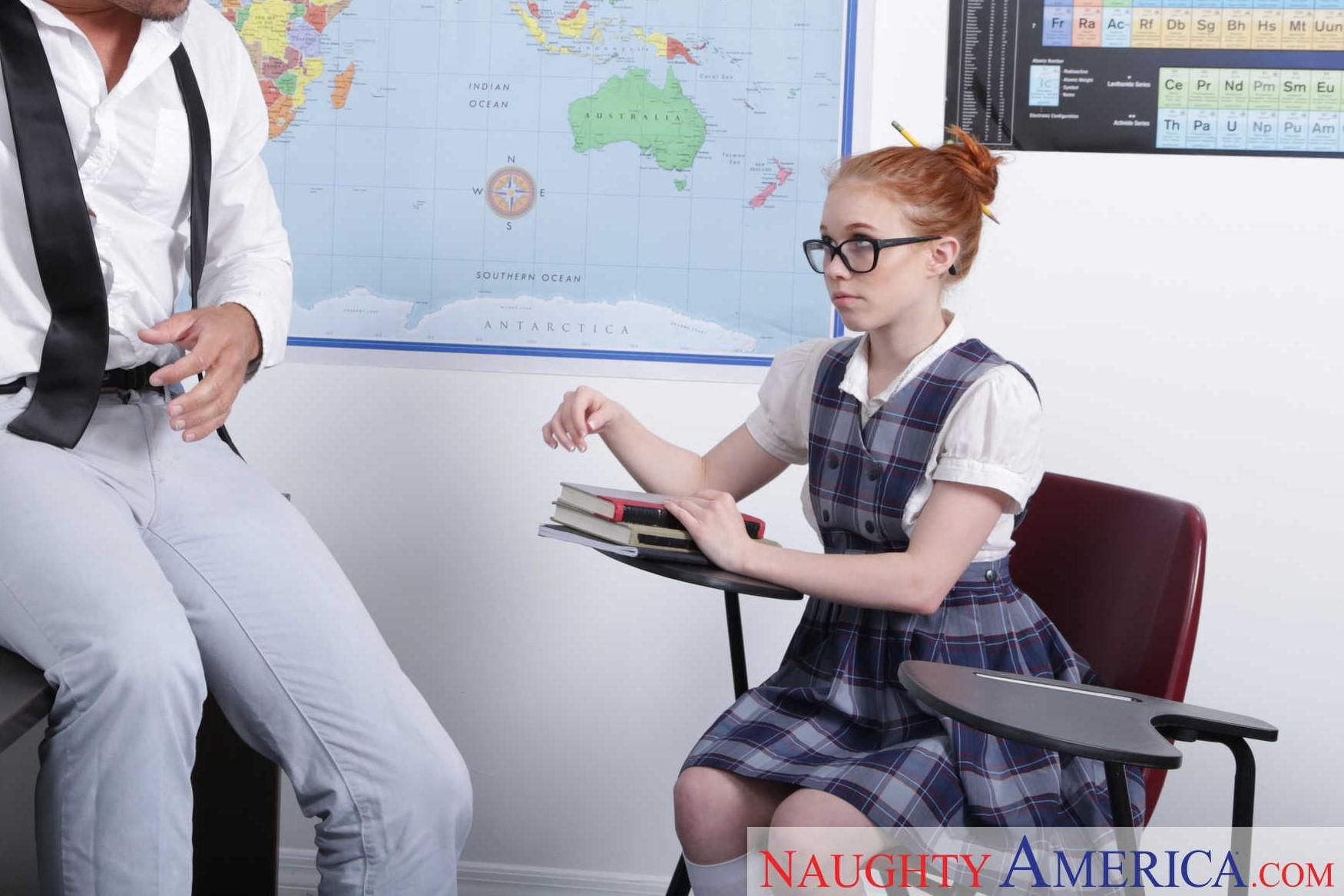 Dolly Little - el arte de follar a la alumna