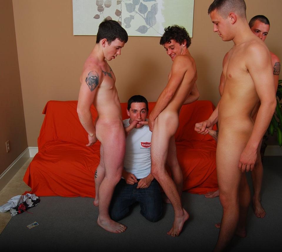 Adolescentes desnudos en la parte inferior