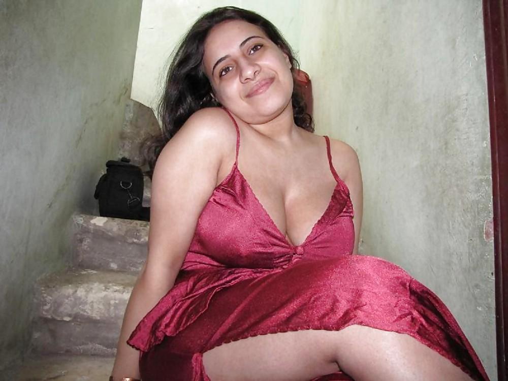 Boob cleavage faire girl renaissance