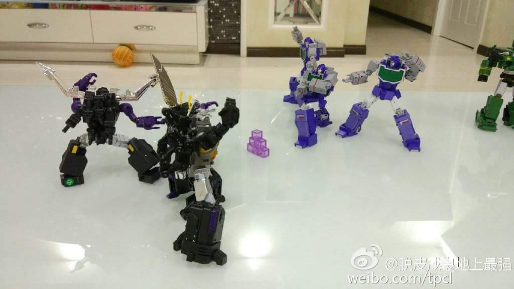 [Fanstoys] Produit Tiers - Jouet FT-12 Grenadier / FT-13 Mercenary / FT-14 Forager - aka Insecticons - Page 4 XykMCwsW