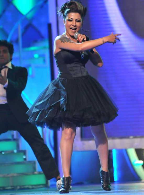 Malaika, Sonakshi, and Other Celebs at the 'Pantaloons Femina Miss India 2011' Finale AcrS8npb