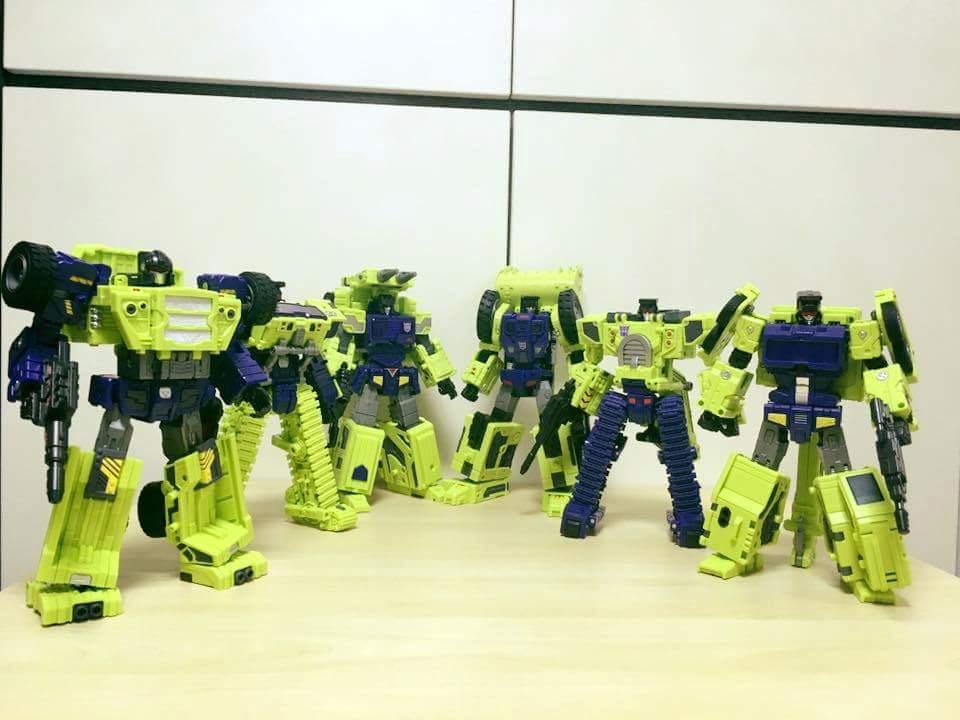 [Toyworld] Produit Tiers - Jouet TW-C Constructor aka Devastator/Dévastateur (Version vert G1 et jaune G2) - Page 7 BWXs0FUj