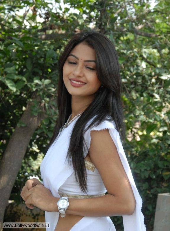 Actress Kumkum Cute Pics in White Saree AbyuJKGB