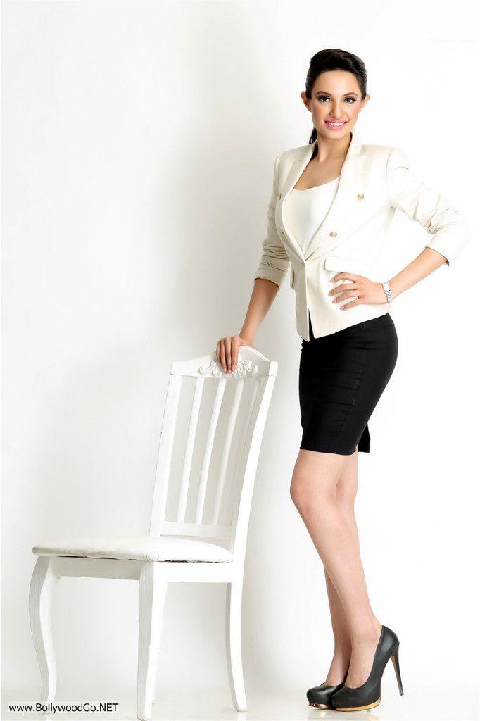 Actress and Model Lekhika Sizzles in Portfolio Photoshoot Ads2HVo0
