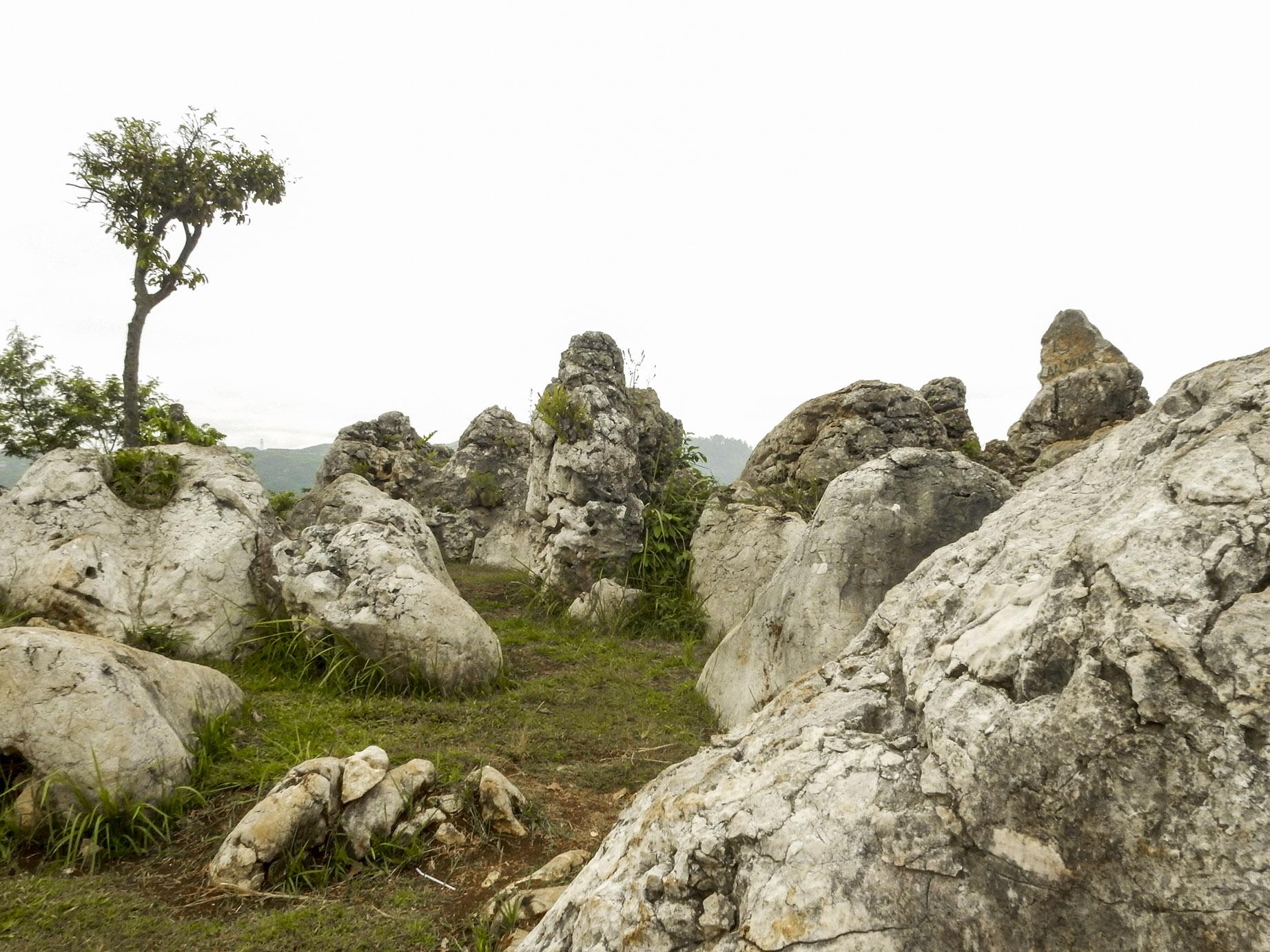 menikmati suasana purba di stone garden padalarang