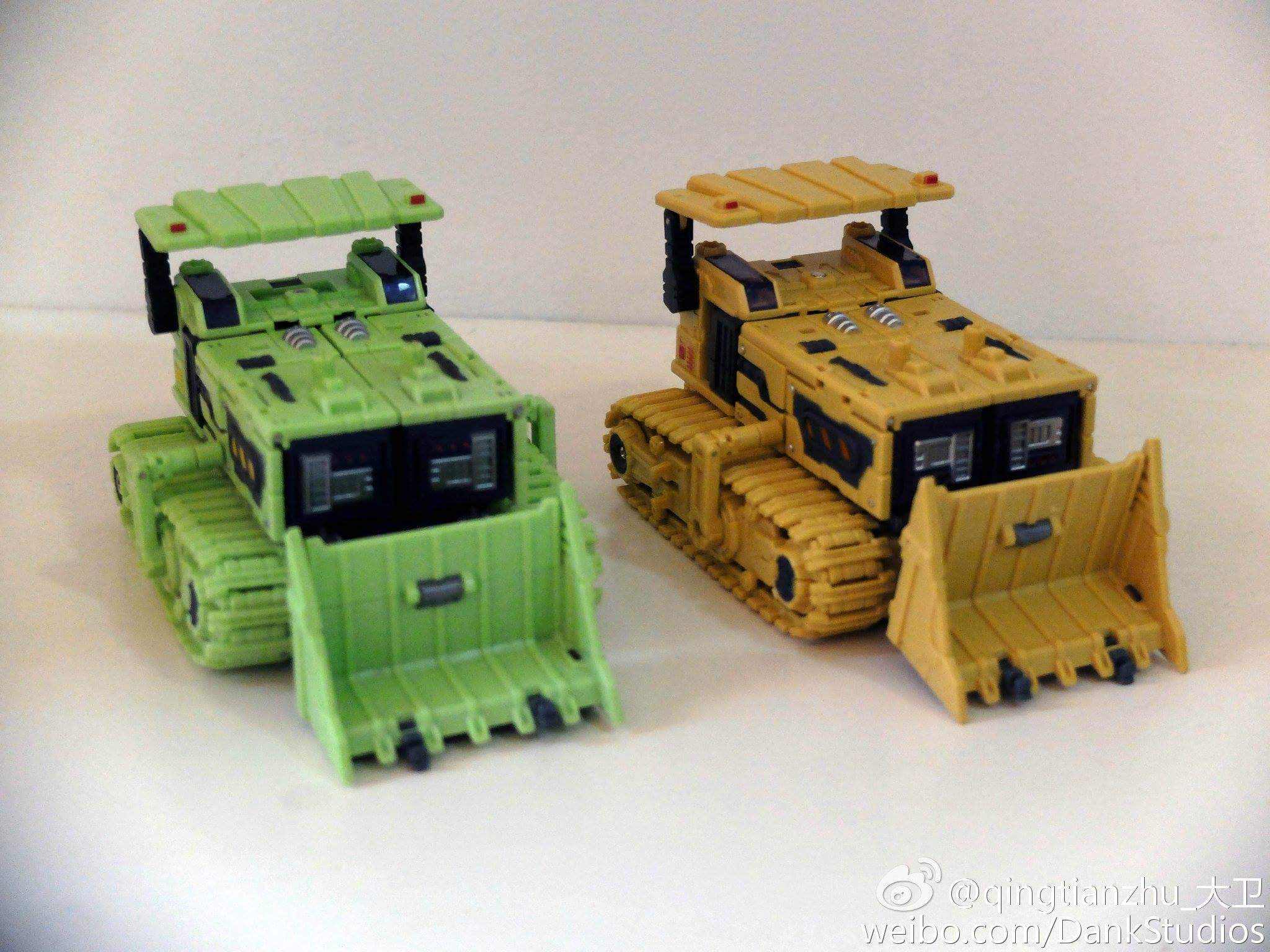 [Toyworld] Produit Tiers - Jouet TW-C Constructor aka Devastator/Dévastateur (Version vert G1 et jaune G2) - Page 8 R8lwWJfD