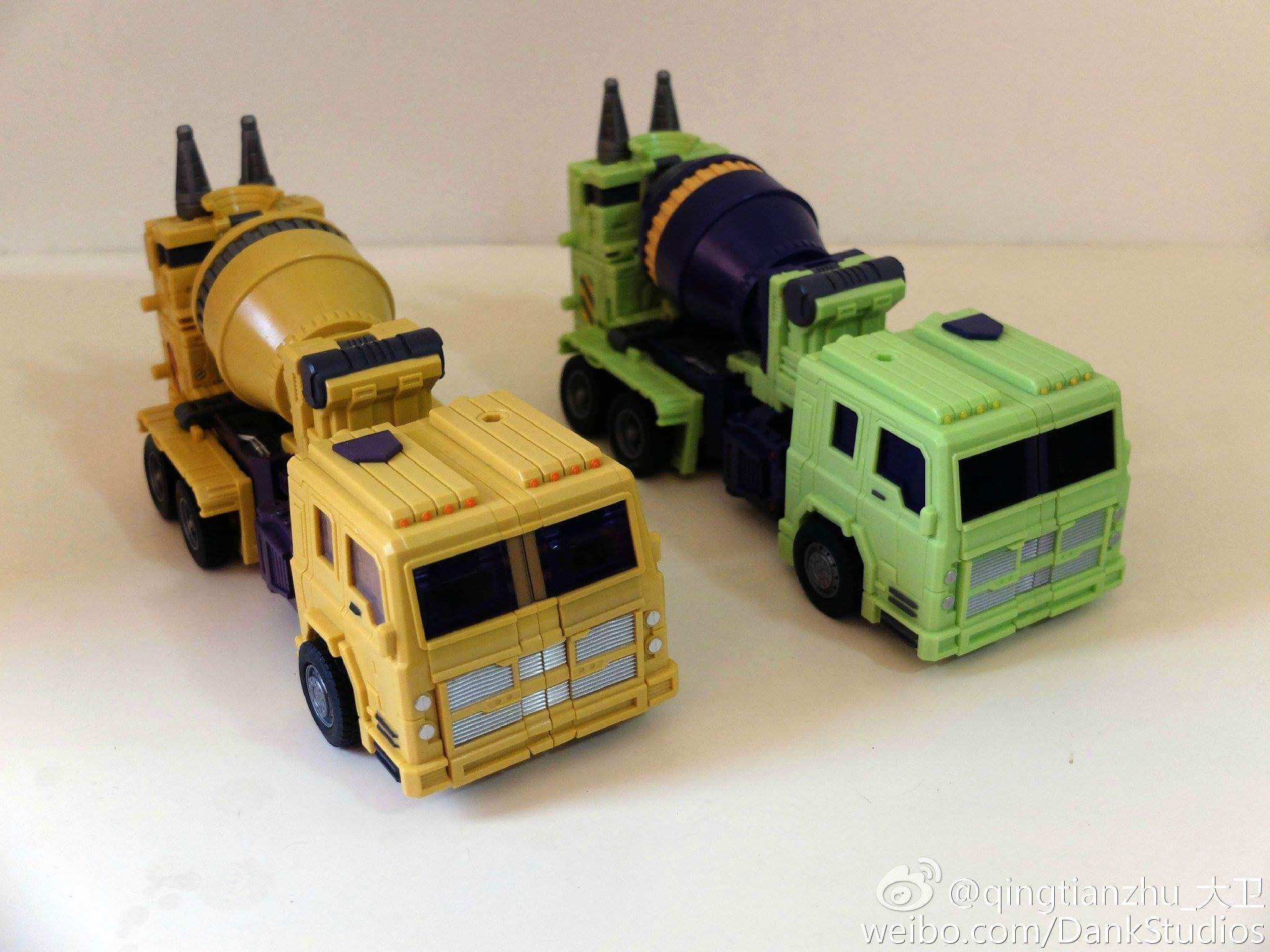 [Toyworld] Produit Tiers - Jouet TW-C Constructor aka Devastator/Dévastateur (Version vert G1 et jaune G2) - Page 8 V5MDbDhb