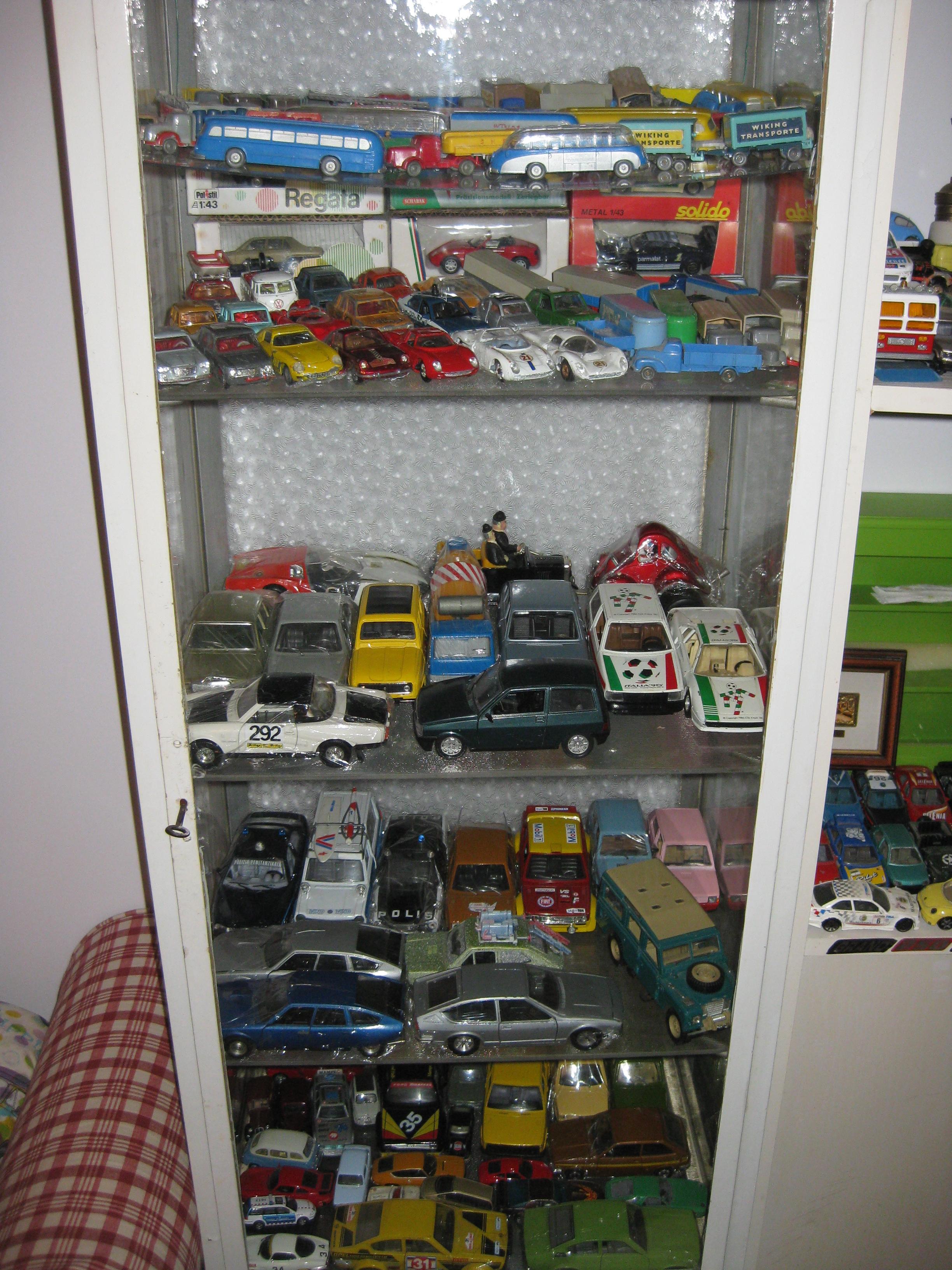 Le mini vetture del mini garage di Cars. F3WKIVUZ