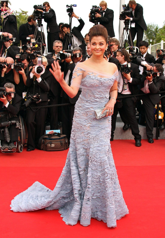 Aishwarya on Red Carpet AdwhOZ6T