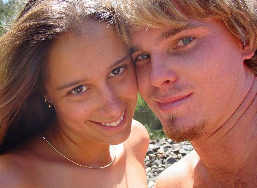 adjrdiyn Linda pareja amateur, desnudos en las vías (3 puntos)