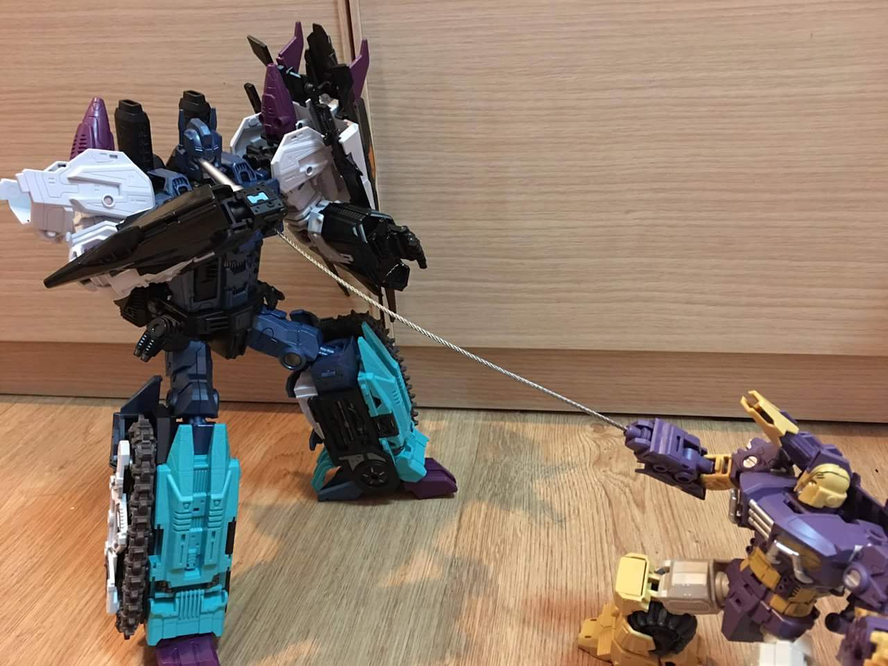 [Mastermind Creations] Produit Tiers - R-17 Carnifex - aka Overlord (TF Masterforce) - Page 3 0jVuAA8x