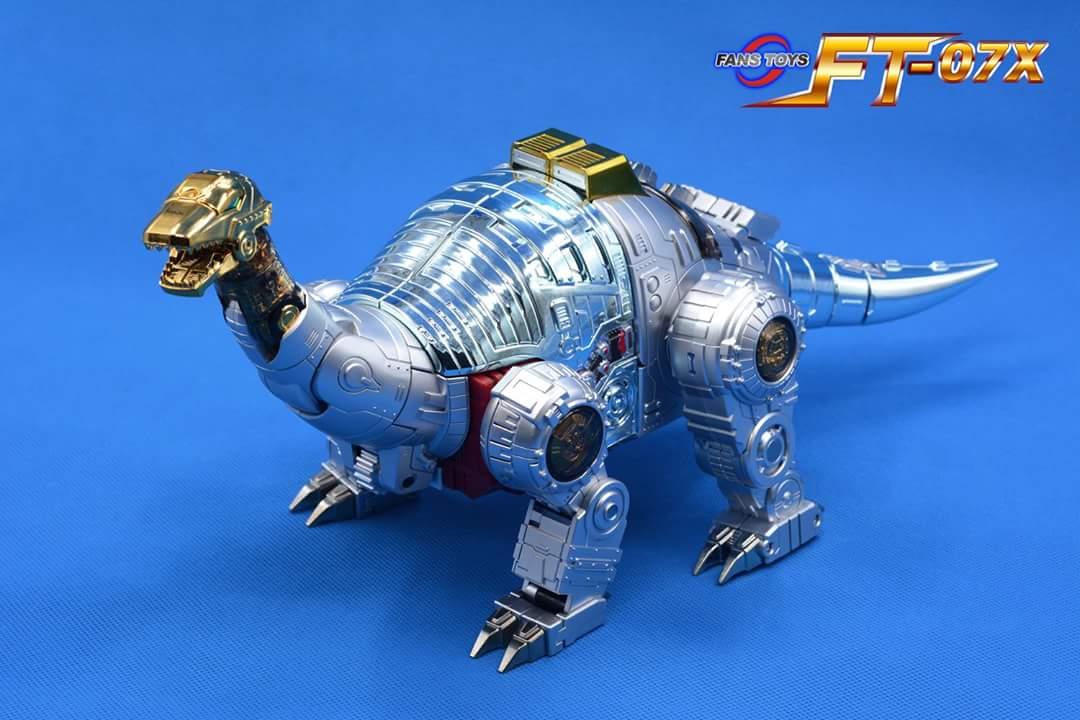 [Fanstoys] Produit Tiers - Dinobots - FT-04 Scoria, FT-05 Soar, FT-06 Sever, FT-07 Stomp, FT-08 Grinder - Page 9 OhAWCVeW