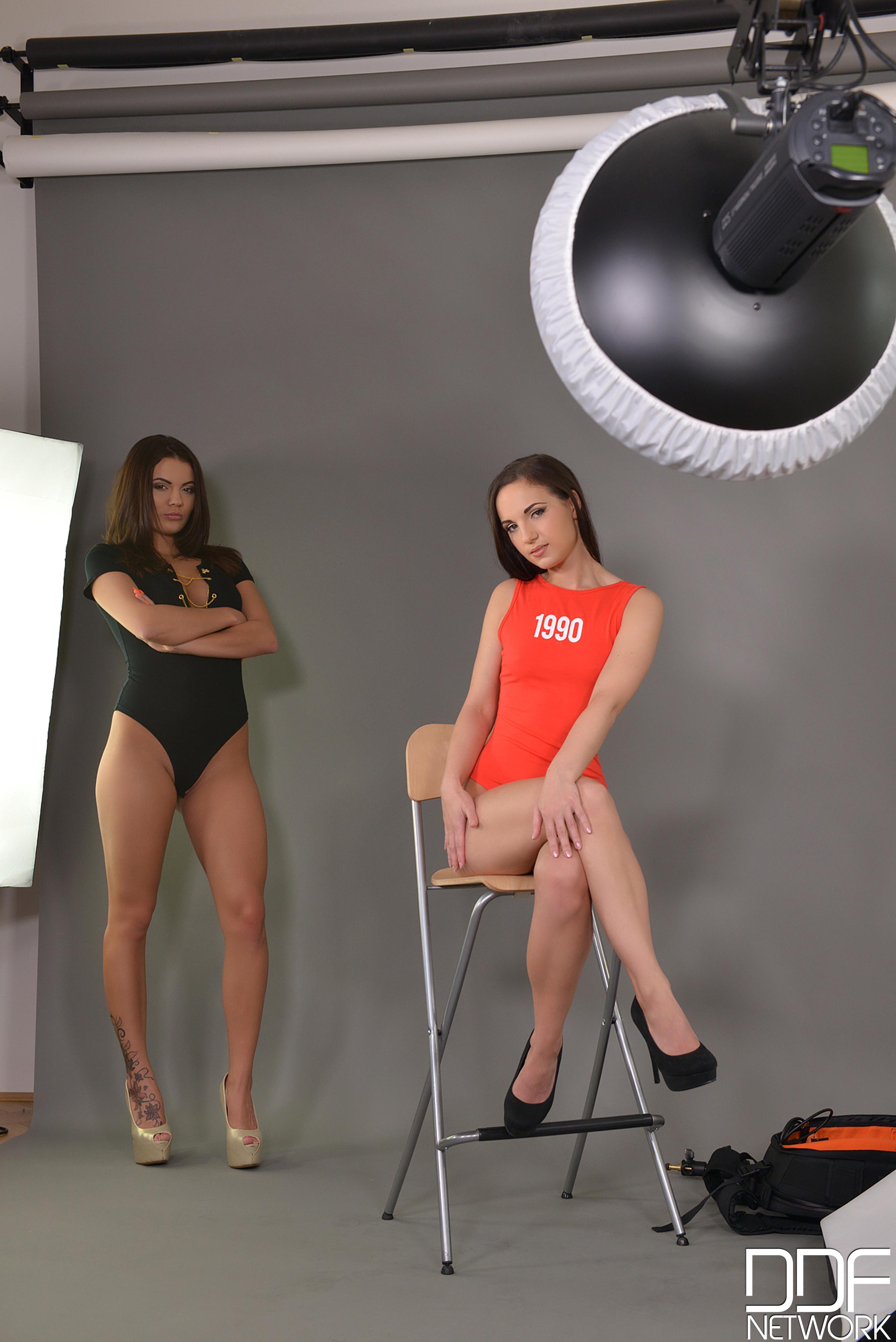 Vanessa Decker y Kristy Black - orgia anal (interracial)