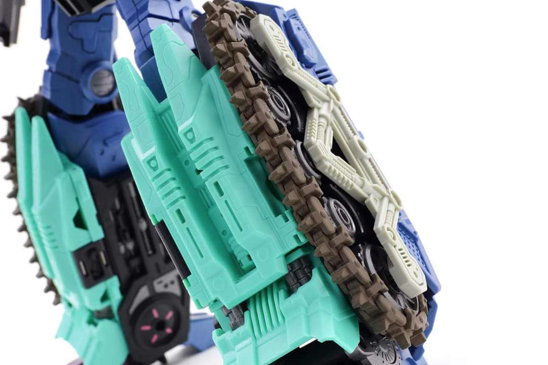 [Mastermind Creations] Produit Tiers - R-17 Carnifex - aka Overlord (TF Masterforce) - Page 3 Mkr8N6d7