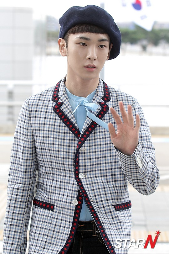 [IMG/160715] Jonghyun, Key @ Aeropuerto Incheon hacia Japón. SZlDIvFk