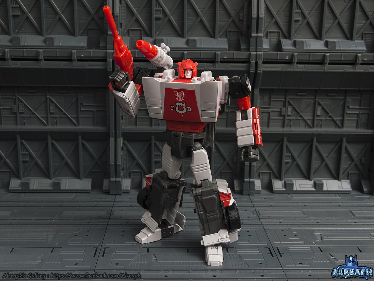 [Masterpiece] MP-14 Red Alert/Feu d'Alerte - Page 2 1GxuGlee