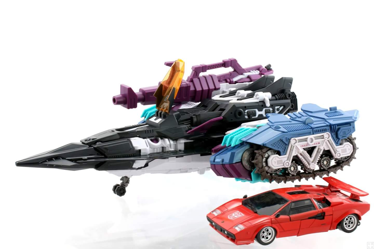 [Mastermind Creations] Produit Tiers - R-17 Carnifex - aka Overlord (TF Masterforce) - Page 3 CnOJM7Xq