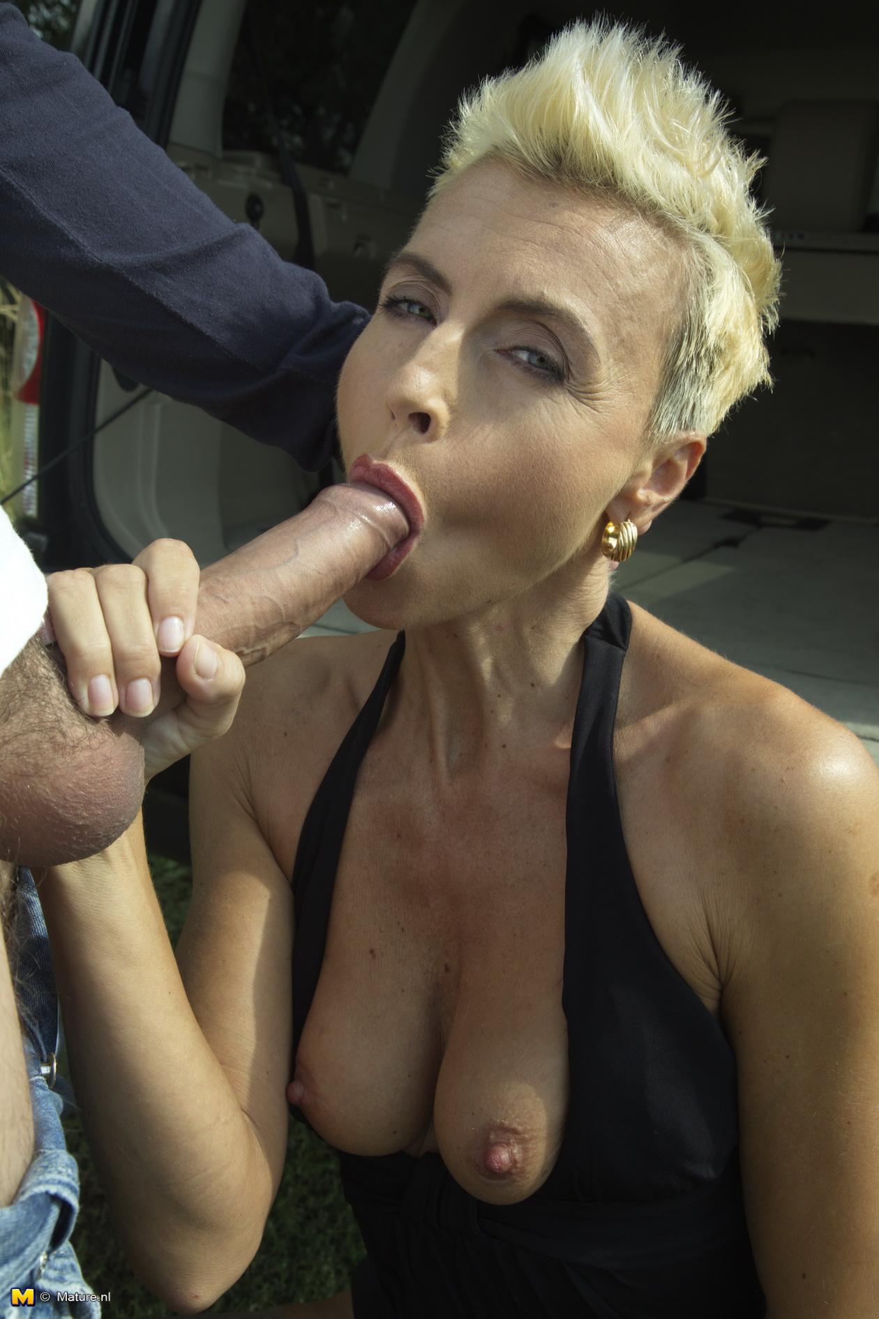 Sexy gordita toma una olla en el culo - 3 part 5