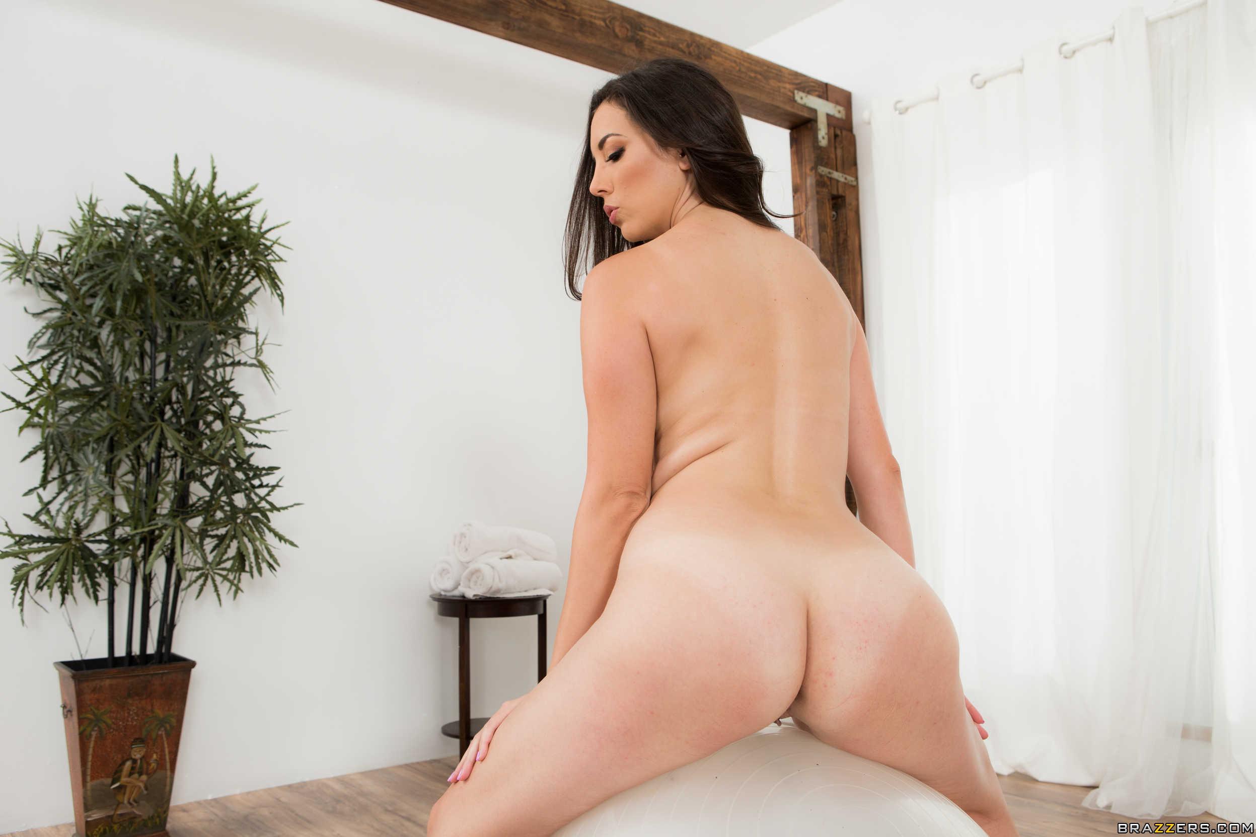 Jelena Jensen muestra su conchita espectacular