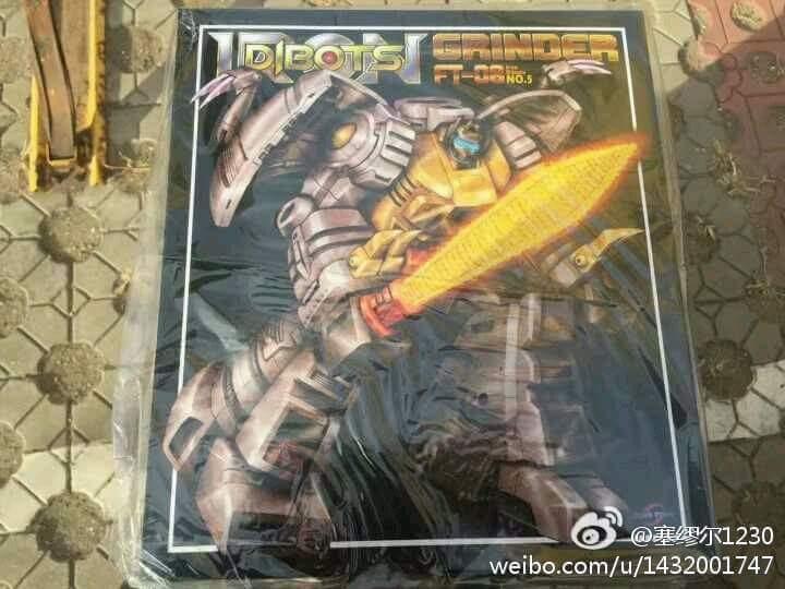 [Fanstoys] Produit Tiers - Dinobots - FT-04 Scoria, FT-05 Soar, FT-06 Sever, FT-07 Stomp, FT-08 Grinder - Page 11 9Muq6JjV