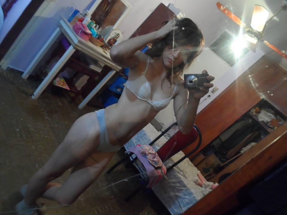 Pendeja argentina se saca fotos para el novio +18