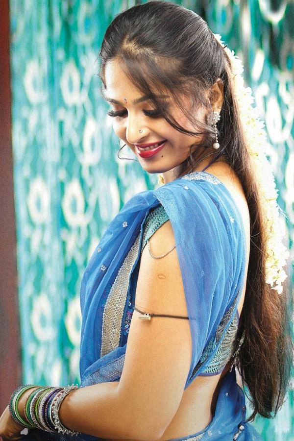 Anushka Shetty Hot in Saree#3 7 images AbwSqPQH