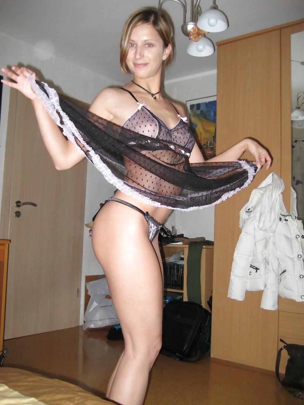 Vanessa mexicana en lenceria y con mascara virtual 2
