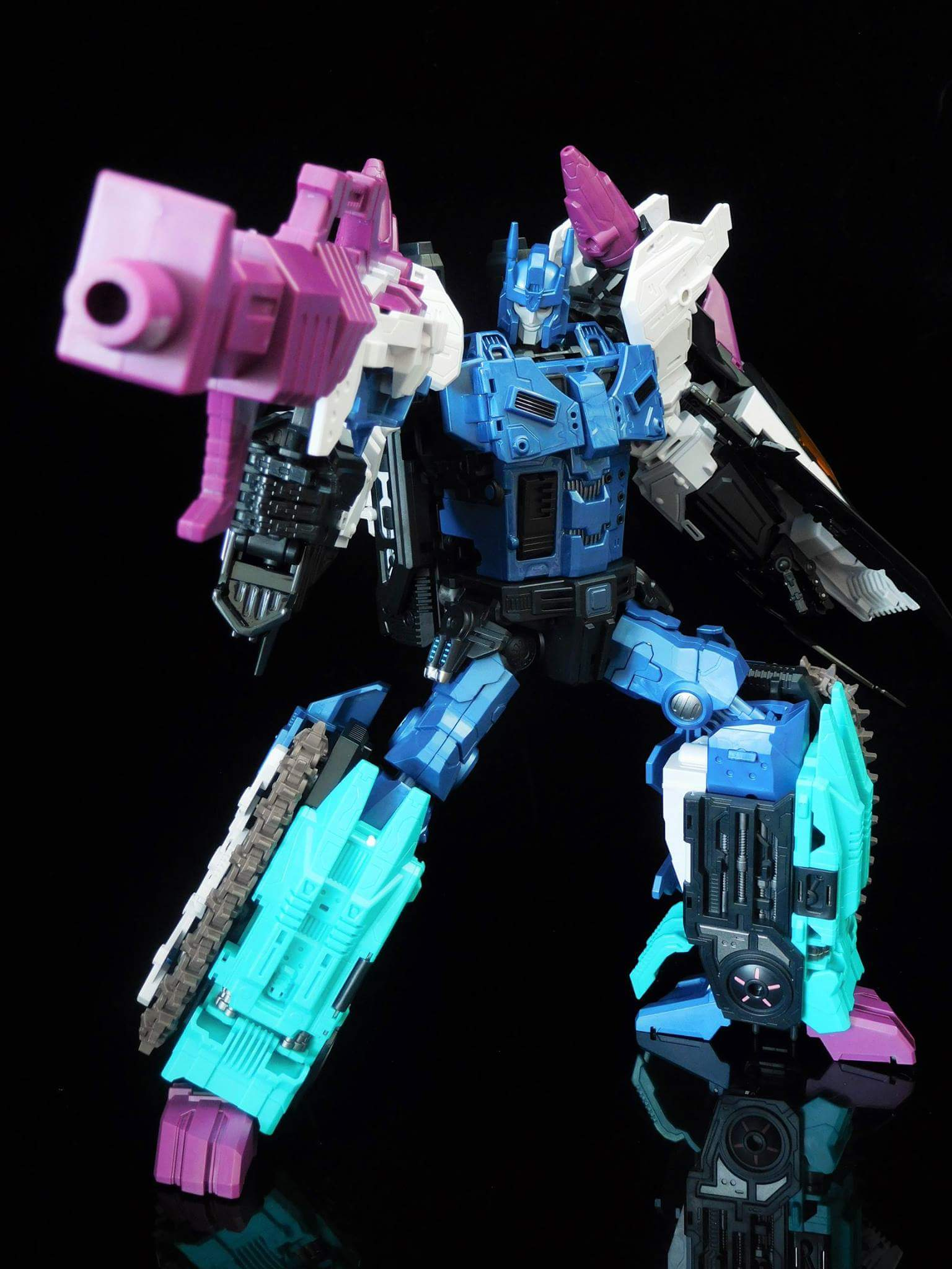 [Mastermind Creations] Produit Tiers - R-17 Carnifex - aka Overlord (TF Masterforce) - Page 3 FEVPmpJj