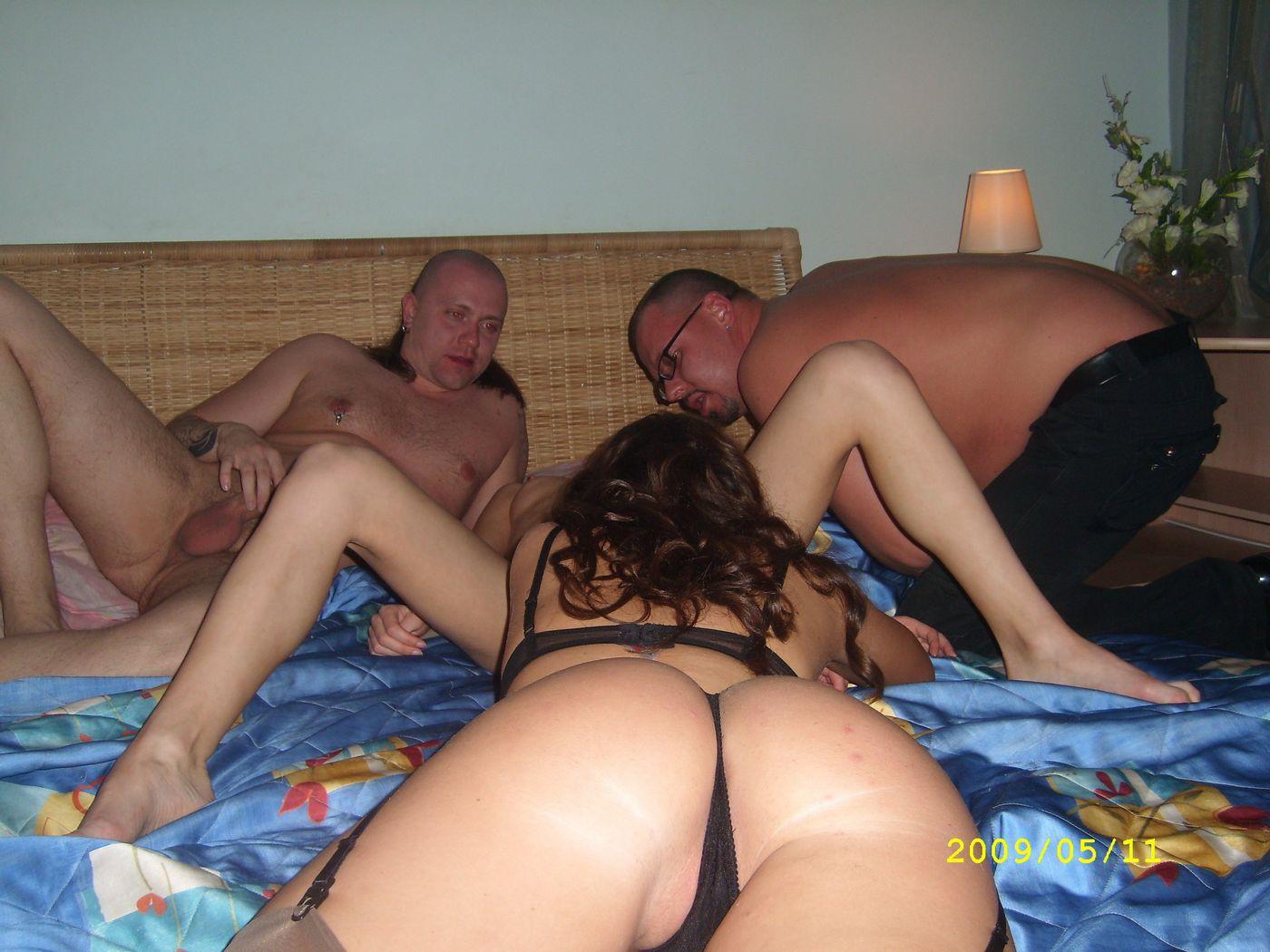 Секс как развлекаются молодые жены, Порно видео жены, мужья трахают жен, супружеский 23 фотография