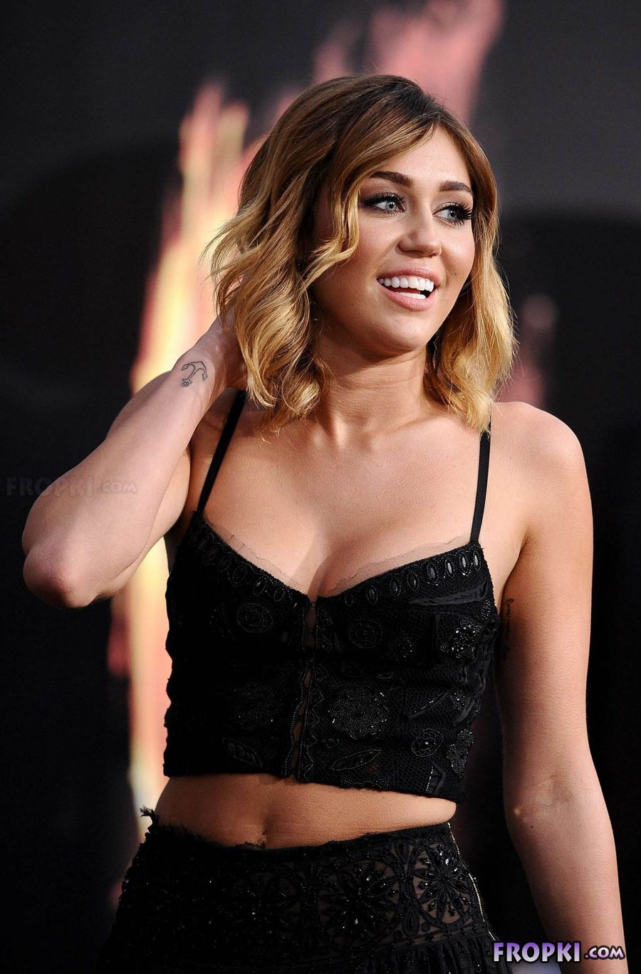 Miley Cyrus shows her naughty side AdxFPEQ7