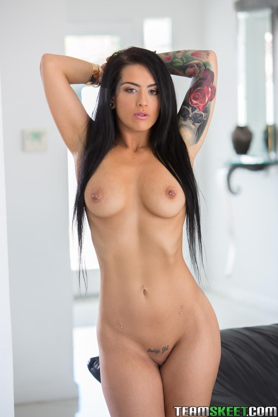 Katrina Jade - el arte de mostrar la conchita