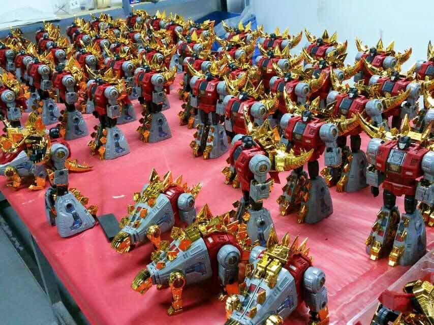 [Fanstoys] Produit Tiers - Dinobots - FT-04 Scoria, FT-05 Soar, FT-06 Sever, FT-07 Stomp, FT-08 Grinder - Page 5 PMY1DYoU