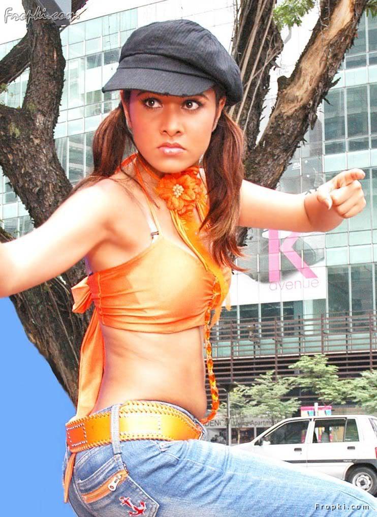 Nisha Kothari wearing Bikini Blouse AchA7veB