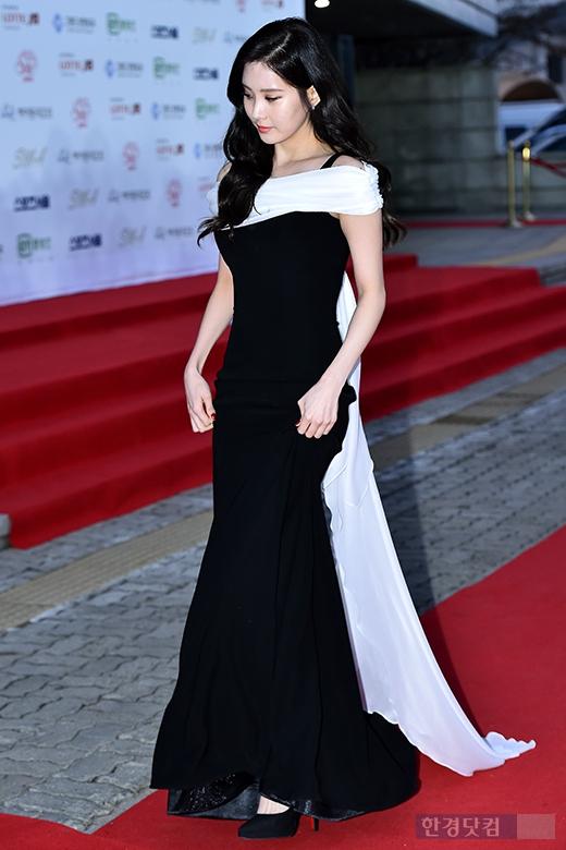 "[150122] Girls' Generation - TTS — Alfombra Roja de ""24° Premios de Música de Seúl"" BkilasZm"