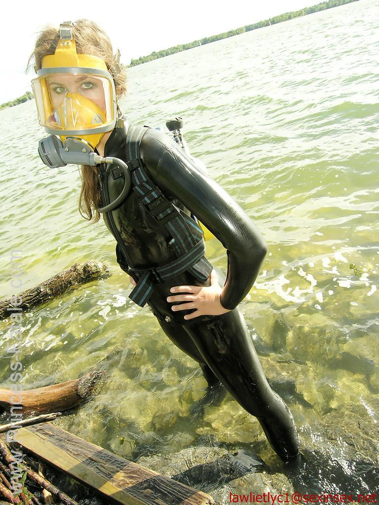 Девушки в водолазном костюме фото