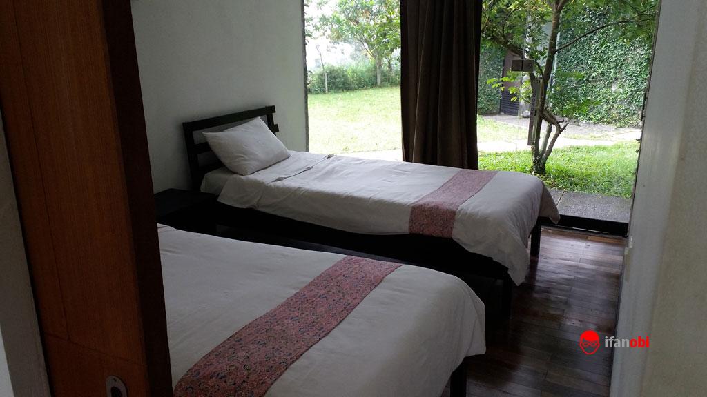 kamar tidur dengan twin bed di Tea Garden Resort