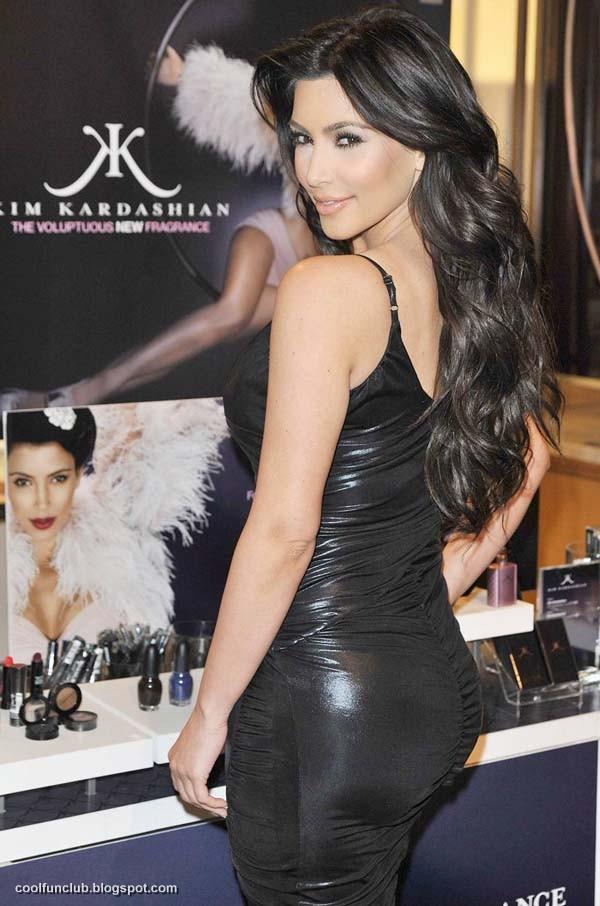 Kim Kardashian In Black Short Dress At New York Party  AcluZ3cL