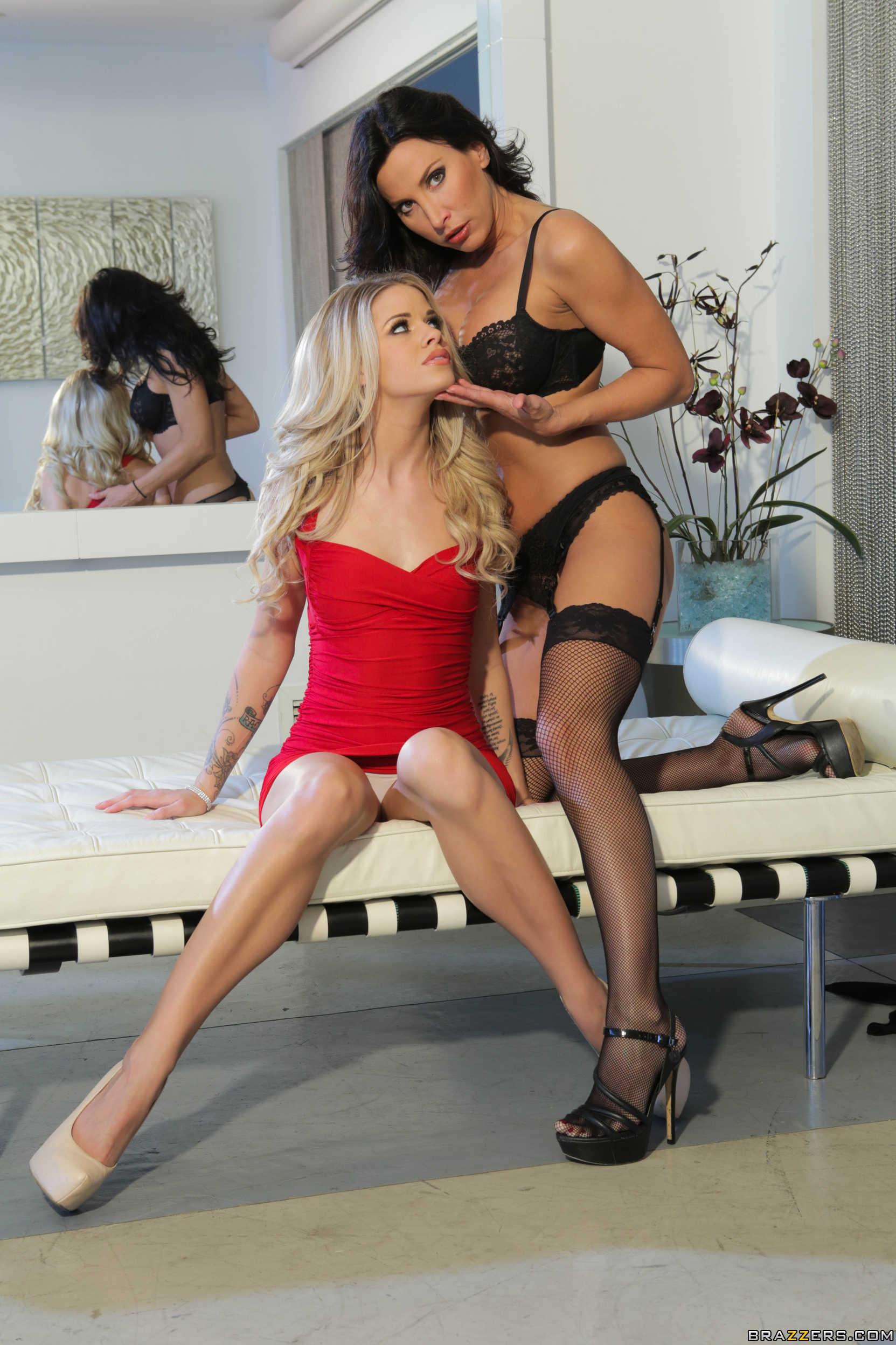 Jessa Rhodes y Lezley Zen muestran sus conchitas juntas