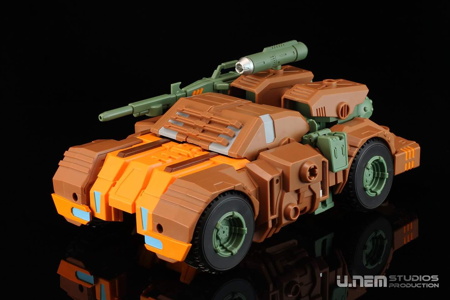 [Mastermind Creations] Produit Tiers - R-23 Dicamus - aka Roadbuster/Cahot des Wreckers IDW Lltb6LUV