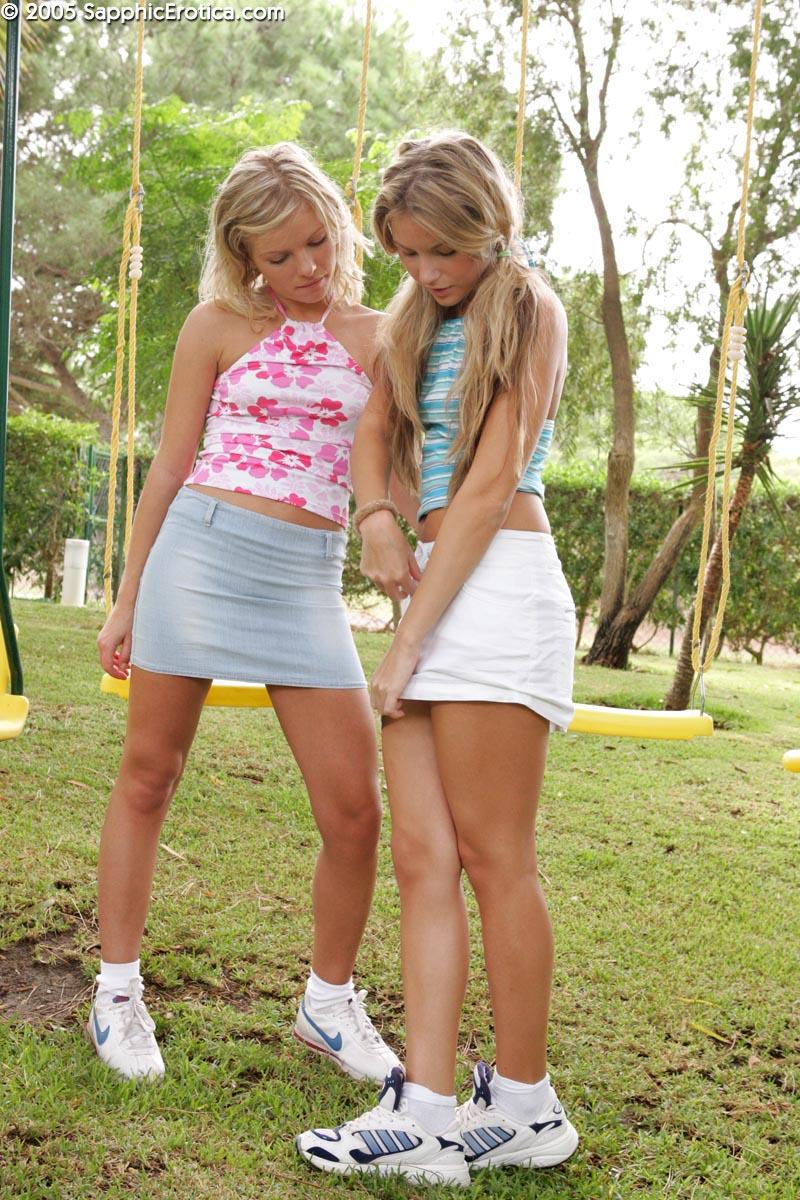 Jugando astrid teen rubia