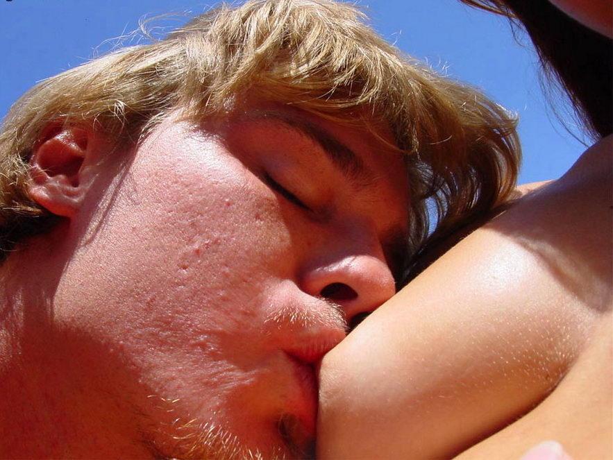 abcI0DiL Linda pareja amateur, desnudos en las vías (3 puntos)