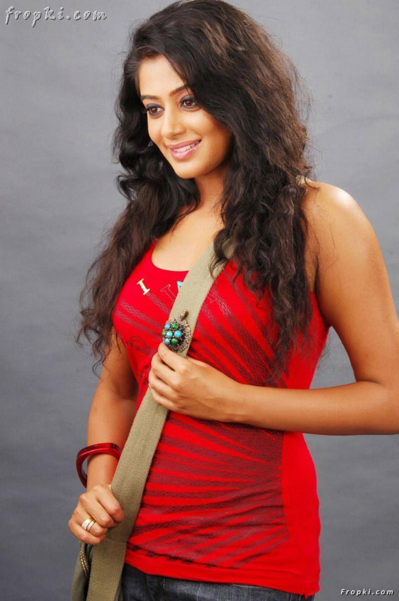Priyamani's latest spicy stills AbtyRRvv